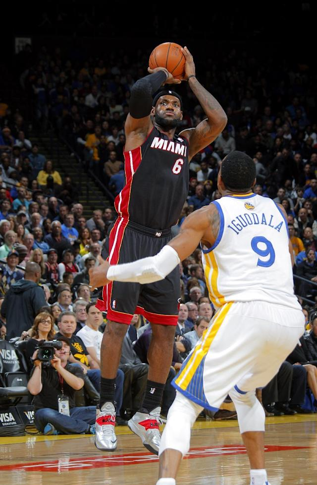 OAKLAND, CA - FEBRUARY 12: LeBron James #6 of the Miami Heat shoots against Andre Iguodala #9 of the Golden State Warriors on February 12, 2014 at Oracle Arena in Oakland, California. (Photo by Rocky Widner/NBAE via Getty Images)