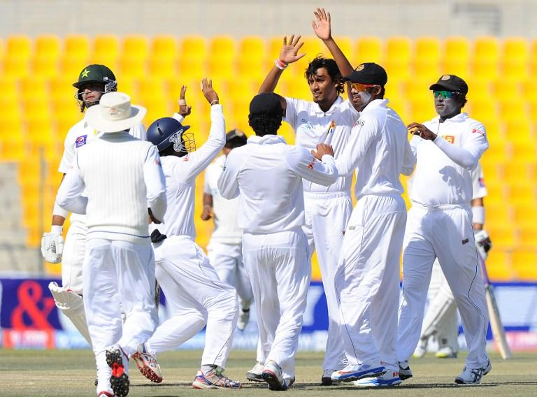 Sri Lankan cricketer Suranga Lakmal (C) celebrates with teammates after he dismissed Pakistan batsman Khurram Manzoor (L) during the final day of the first cricket Test match between Pakistan and Sri Lanka at the Sheikh Zayed Stadium in Abu Dhabi on January 4, 2014. AFP PHOTO/Ishara S. KODIKARA