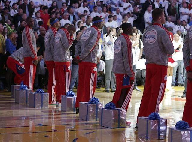 Los Angeles Clippers players take part in a Christmas gift exchange with young children before the Clippers' NBA basketball game against the Golden State Warriors, Wednesday, Dec. 25, 2013, in Oakland, Calif. (AP Photo/Tony Avelar)