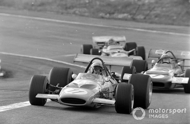"""Bruce McLaren, McLaren M14A Ford, Jackie Stewart, March 701 Ford, Graham Hill, Lotus 49C Ford <span class=""""copyright"""">LAT Images</span>"""