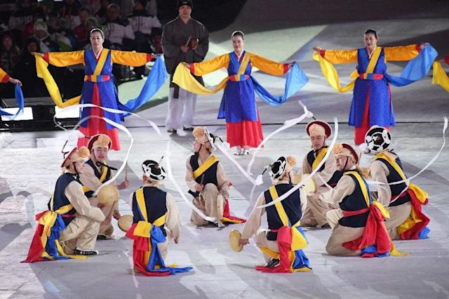 Artists perform during the closing ceremony of the Pyeongchang 2018 Winter Paralympic Games (AFP Photo/JUNG Yeon-Je)