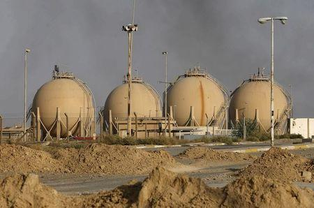 A view of Baiji oil refinery, north of Baghdad, in this October 16, 2015, file photo.   REUTERS/Thaier Al-Sudani/Files