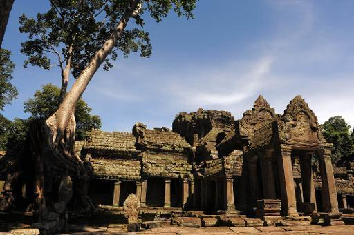 Cambodia deports US sisters in Angkor nude photo scandal