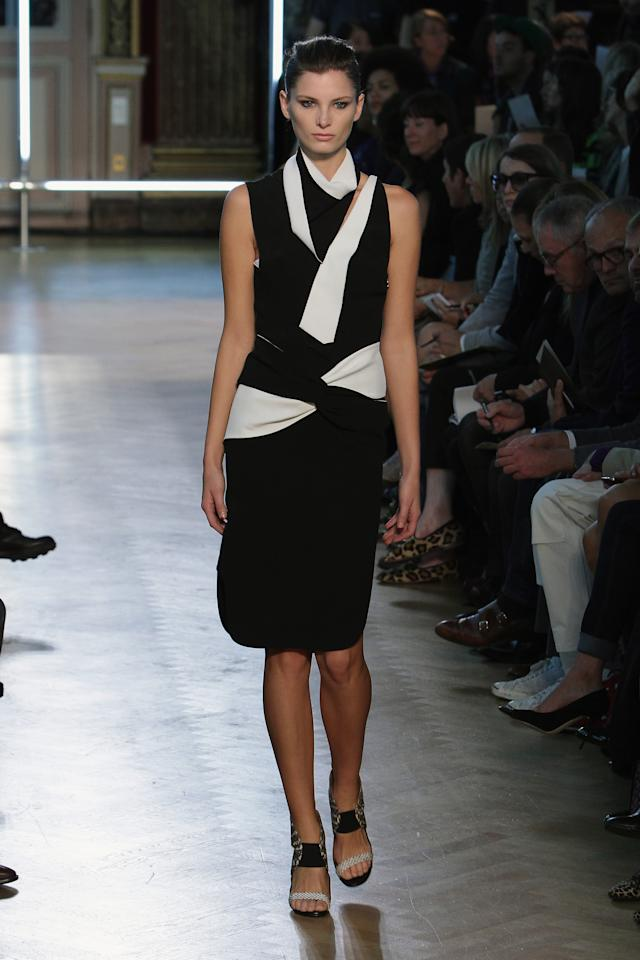 Défilé Roland Mouret collection printemps/été 2013.
