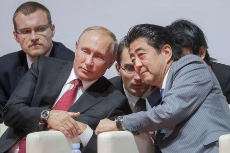 Russian President Putin and Japanese Prime Minister Abe attend an international judo tournament in Vladivostok
