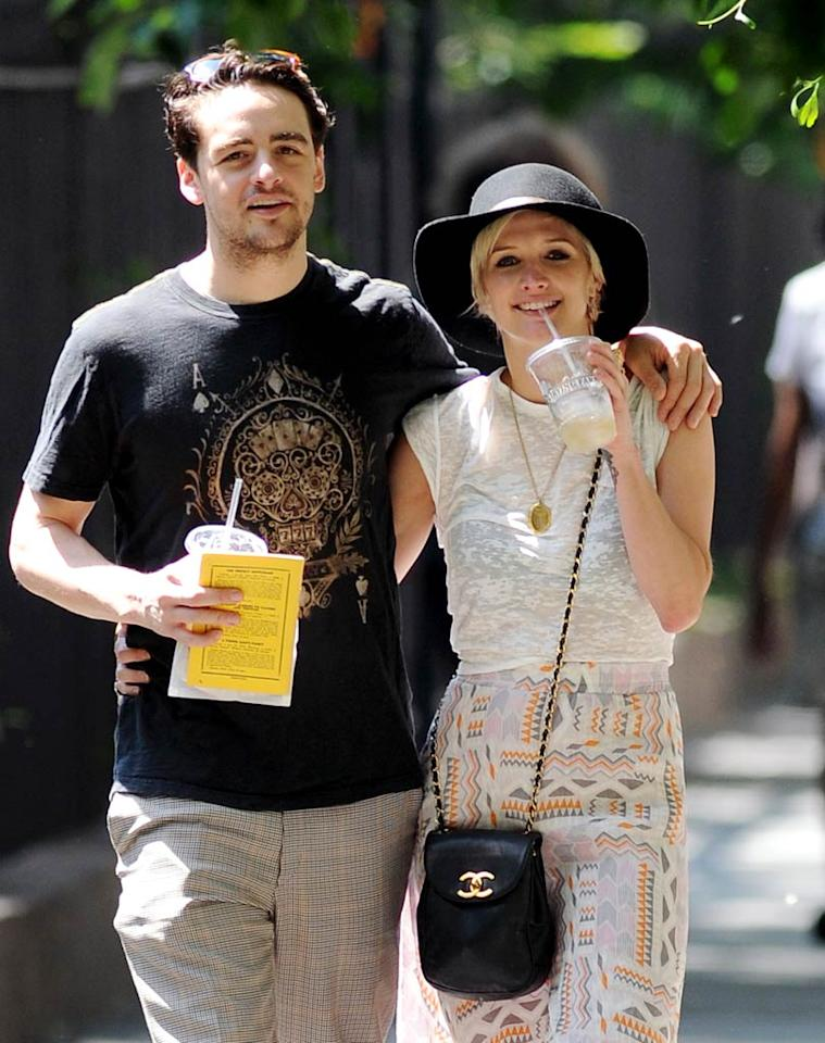 "Ashlee Simpson may have only filed for divorce from hubby Pete Wentz a few months ago, but she's already going public with her new romance. She was spotted smooching and walking arm in arm with ""Boardwalk Empire"" actor Vincent Piazza in New York City on Monday. Elder Ordonez/<a href=""http://www.infdaily.com"" target=""new"">INFDaily.com</a> - June 20, 2011"