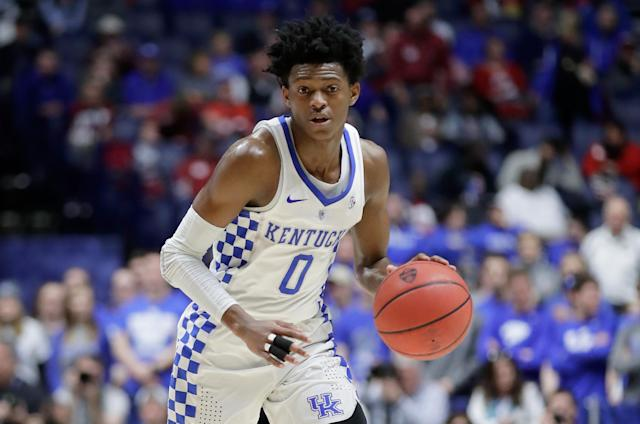 "De'Aaron Fox (0) of the <a class=""link rapid-noclick-resp"" href=""/ncaaw/teams/kentucky/"" data-ylk=""slk:Kentucky Wildcats"">Kentucky Wildcats</a> dribbles the ball against the <a class=""link rapid-noclick-resp"" href=""/ncaaf/teams/alabama/"" data-ylk=""slk:Alabama Crimson Tide"">Alabama Crimson Tide</a> during the semifinals of the SEC basketball tournament on March 11, 2017. (Andy Lyons/Getty Images)"