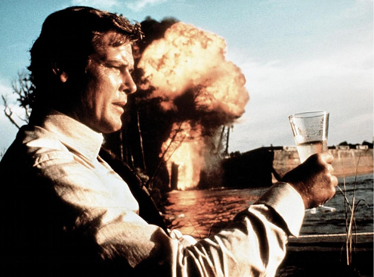 LIVE AND LET DIE, Roger Moore, 1973 <br>(Photo: Everett Collection)
