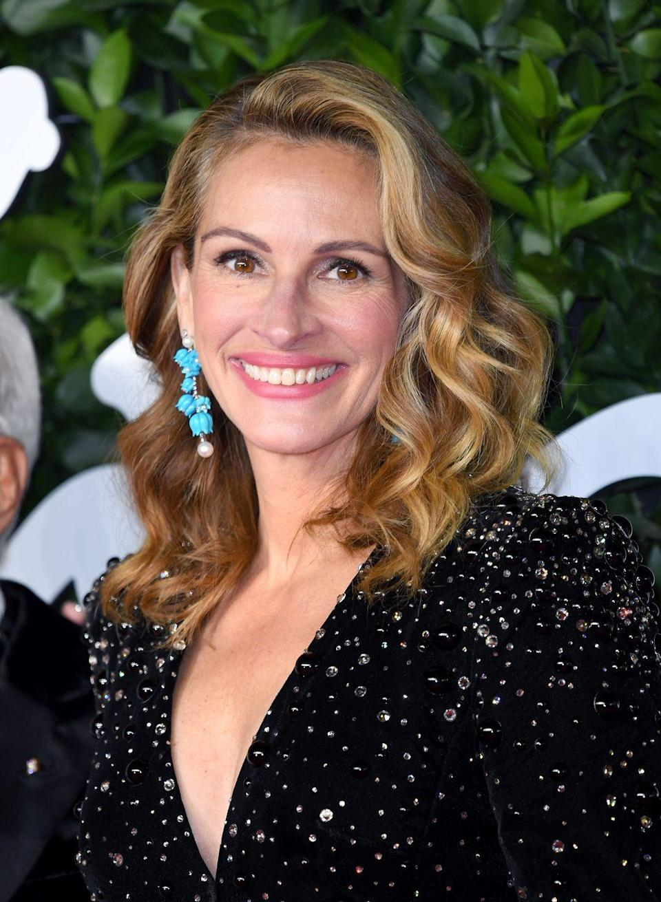 <p>Our favorite pretty woman Julia Roberts celebrates her October birthday today, she was born in 1967. <br><br>Also on this day: </p><p>Joaquin Phoenix <br>Caitlyn Jenner <br>Annie Potts <br>Andy Richter <br><br></p>