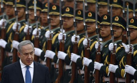Israel's Prime Minister Benjamin Netanyahu (L) reviews the honour guards during an official welcoming ceremony at the Great Hall of the People in Beijing in this May 8, 2013 file photo. REUTERS/Petar Kujundzic/Files