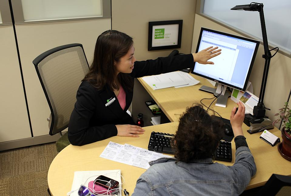 A Block tax preparer helps a customer with her taxes in 2011 in San Francisco, California. (Photo: Justin Sullivan/Getty Images)