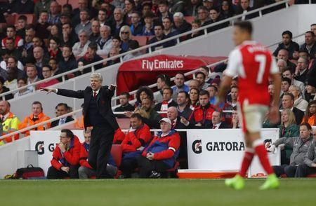 Britain Football Soccer - Arsenal v Manchester City - Premier League - Emirates Stadium - 2/4/17 Arsenal manager Arsene Wenger gestures as Arsenal's Alexis Sanchez is in action Reuters / Eddie Keogh Livepic