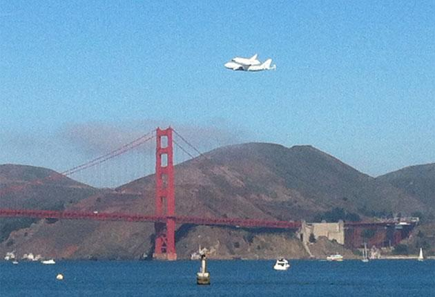 Endeavour flies by Golden Gate Bridge (Flickr photo courtesy Heather Champ)
