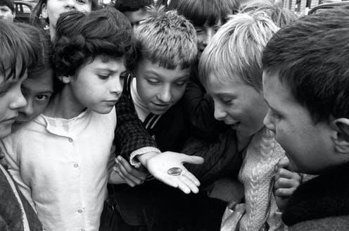 "<span class=""caption"">Children marvel at the new decimal 50 pence coin, the world's first seven sided coin.</span> <span class=""attribution""><span class=""source"">PA</span></span>"