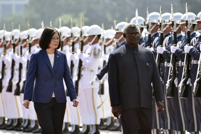 Solomon Islands Prime Minister Manasseh Sogavare (R, with Taiwan President Tsai Ing-wen) visited Taipei in September 2017 but his country has now decided to switch recognition to Beijing