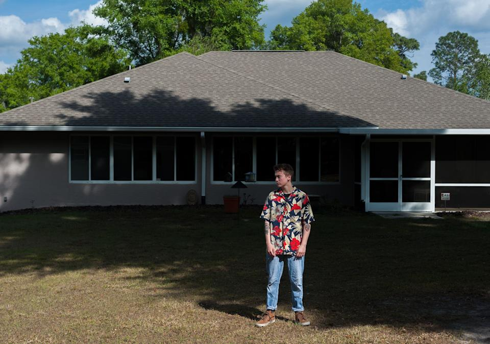 Preston Curts poses for a photo outside his home in Ocala, Florida. (Photo: Chris McGonigal/HuffPost)