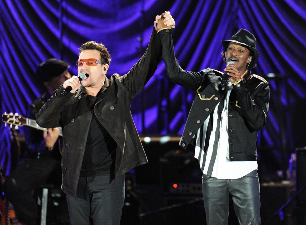 """Bono (L) and K'naan perform at the """"A Decade of Difference"""" concert on October 15, 2011, at the Hollywood Bowl, Los Angeles. <br><br>(Photo by Stephanie Cabral/Yahoo!)"""