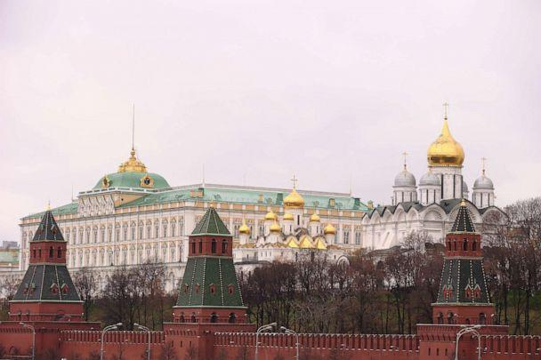 PHOTO:The gates of Kremlin and the Kremlin are pictured on Oct. 31, 2013 in Moscow. (Andreas Rentz/Getty Images)