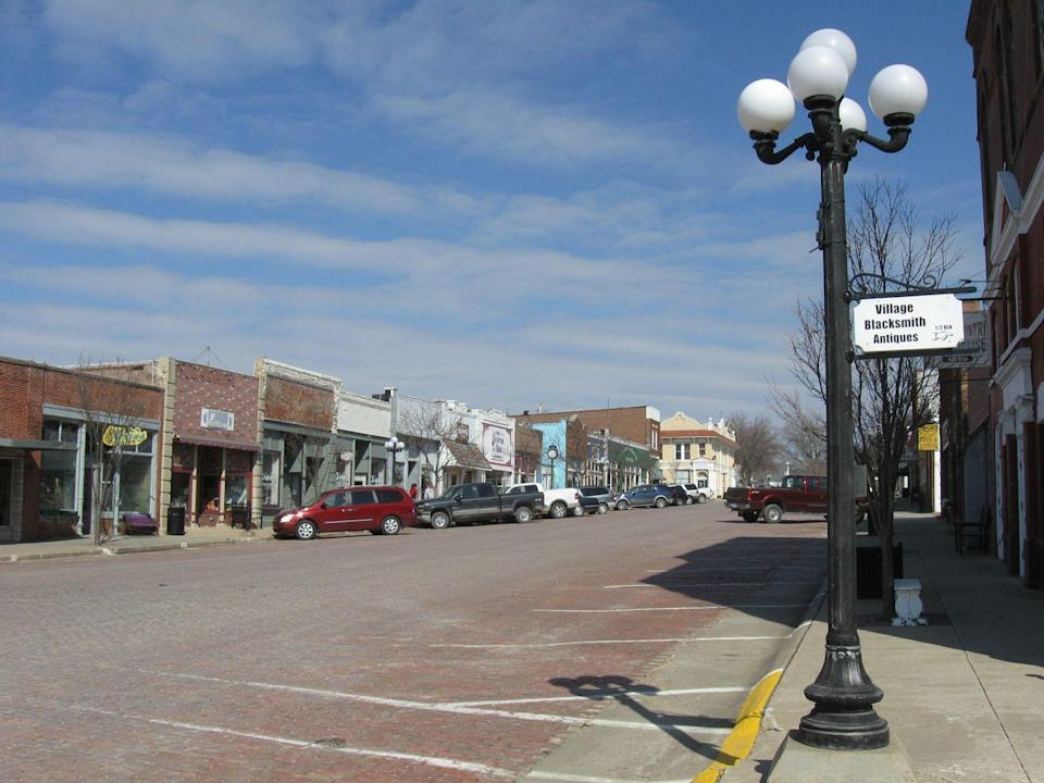 """<p>Designated Iowa's """"<a href=""""http://www.iowasantiquecity.com/"""" rel=""""nofollow noopener"""" target=""""_blank"""" data-ylk=""""slk:Antiques City"""" class=""""link rapid-noclick-resp"""">Antiques City</a>"""" (back in 1987), <a href=""""https://en.wikipedia.org/wiki/Walnut,_Iowa"""" rel=""""nofollow noopener"""" target=""""_blank"""" data-ylk=""""slk:Walnut"""" class=""""link rapid-noclick-resp"""">Walnut</a> counts 15 antique shops for a population of only about 900. Here, there might be more pieces of Pyrex than people.</p>"""