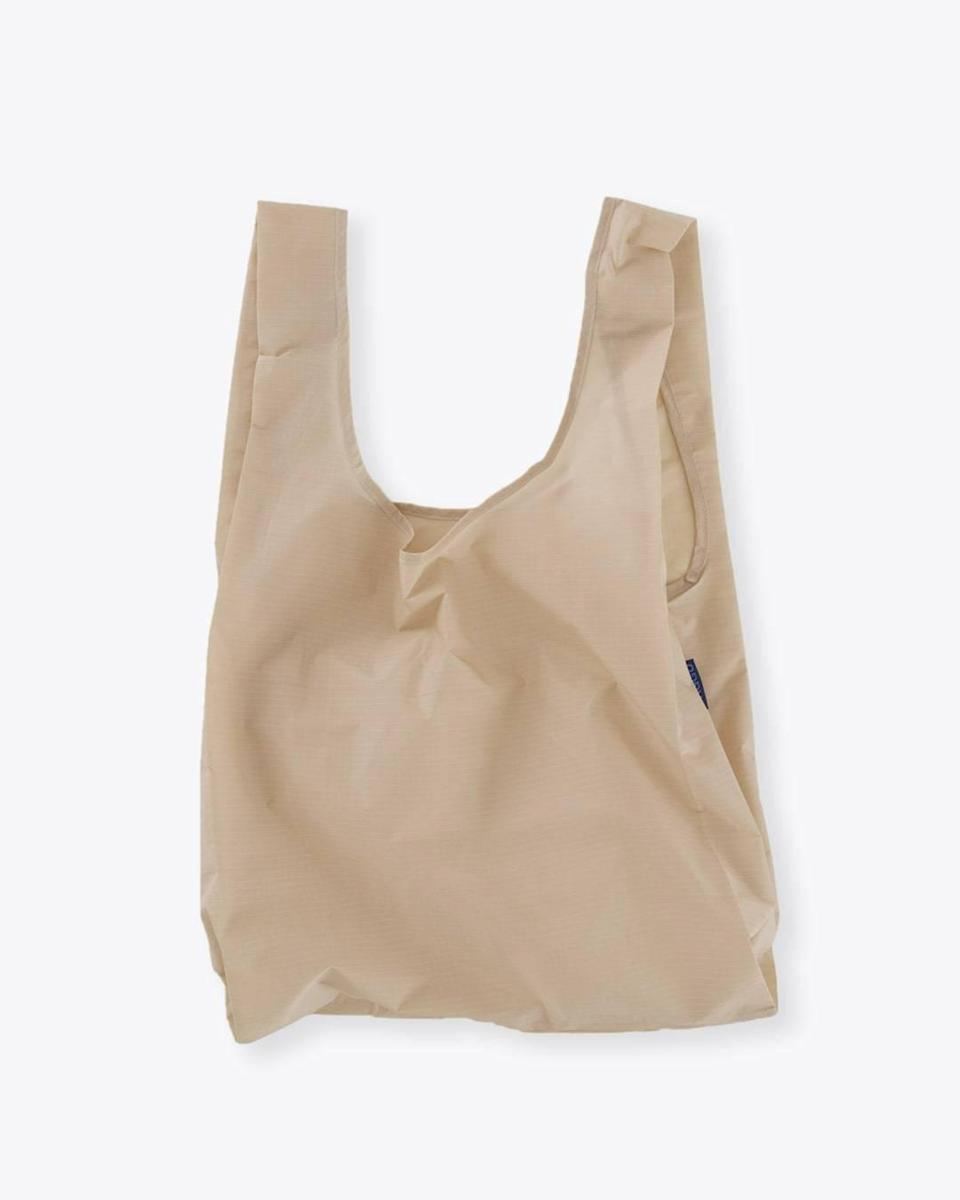 "<br><br><strong>Baggu</strong> Baggu Reusable Bag, $, available at <a href=""https://go.skimresources.com/?id=30283X879131&url=https%3A%2F%2Ffave.co%2F3ozaxCT"" rel=""nofollow noopener"" target=""_blank"" data-ylk=""slk:Nisolo"" class=""link rapid-noclick-resp"">Nisolo</a>"