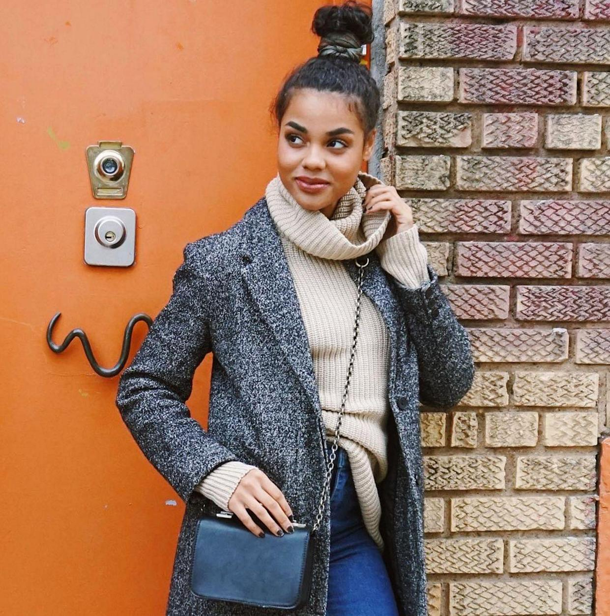 """<p><strong>The '90s Topknot</strong></p> <p>(Too) many men like to sport a topknot and we're pretty certain it's not a good look. We're happy to leave the man bun firmly in 2015. On a woman, however, a topknot is elegant and easy. A few days ago wardrobe stylist and blogger <a href=""""https://www.instagram.com/ericalave/"""" rel=""""nofollow noopener"""" target=""""_blank"""" data-ylk=""""slk:Erica Lavelanet"""" class=""""link rapid-noclick-resp"""">Erica Lavelanet</a> showed off the perfect high bun. If only our baby hairs were so well behaved...</p> <span class=""""copyright"""">Photo: via @ericalave.</span>"""