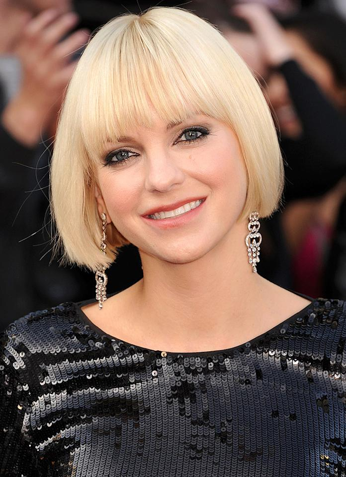 HOLLYWOOD, CA - FEBRUARY 26: Anna Faris arrives at the 84th Annual Academy Awards held at Hollywood & Highland Centre on February 26, 2012 in Hollywood, California. (Photo by Jeffrey Mayer/WireImage)