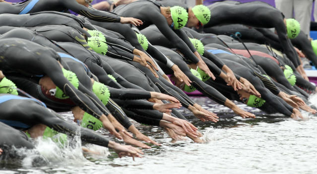Athletes dive as they begin to compete in the men's triathlon final during the London 2012 Olympic Games at Hyde Park August 7, 2012. REUTERS/Olivia Harris (BRITAIN - Tags: OLYMPICS SPORT TRIATHLON TPX IMAGES OF THE DAY)