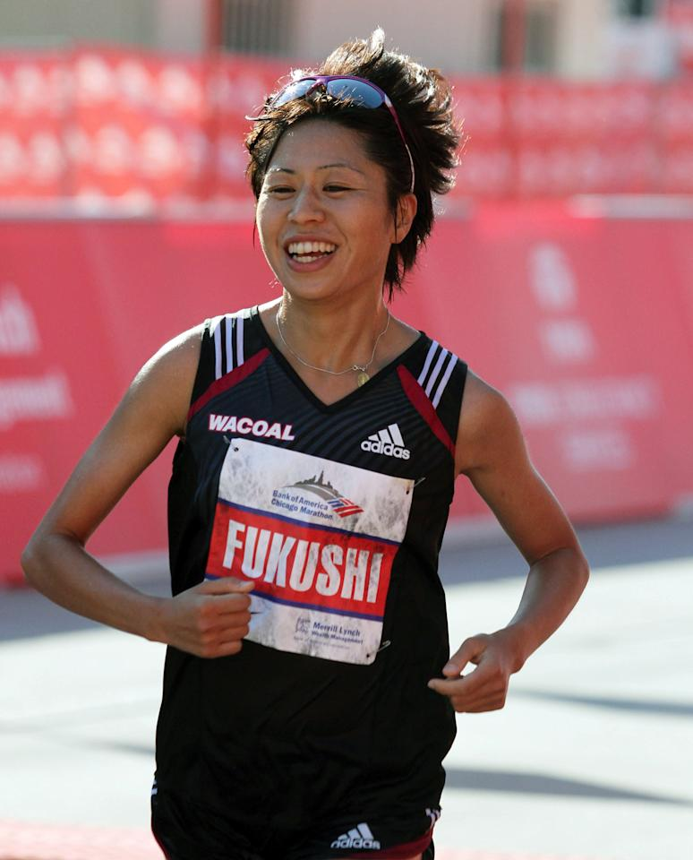 CHICAGO, IL - OCTOBER 09: Kayoko Fukushi of Japan participates in the Bank of America Chicago Marathon on October 9, 2011 in Chicago, Illinois. (Photo by Tasos Katopodis/Getty Images)