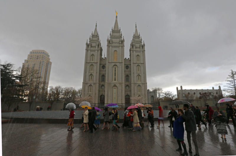 People walk past the Salt Lake Temple of the Mormon church on April 5, 2014 in Salt Lake City, Utah (AFP Photo/George Frey)