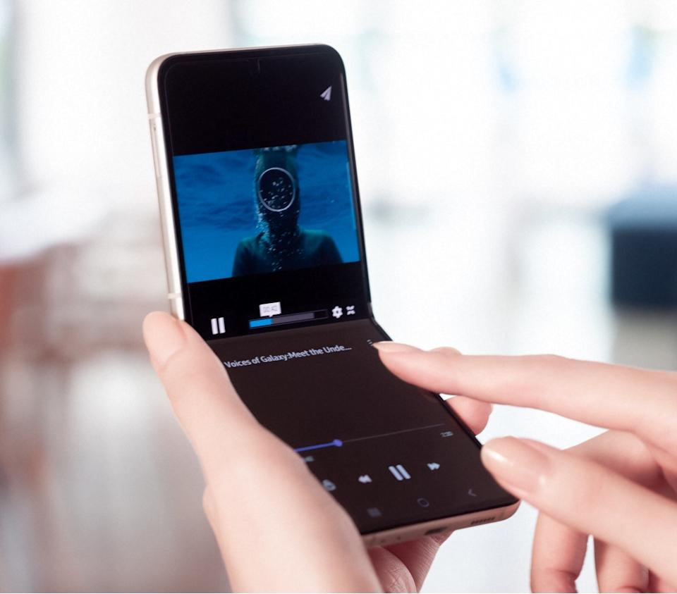 Samsung's Galaxy Z Flip3 brings an improved, water-resistant design and sturdier display. (Image: Samsung)