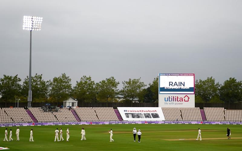 The England players walk off as rain stops play on Day One of the 2nd #RaiseTheBat Test Match between England and Pakistan at The Ageas Bowl on August 13, 2020 in Southampton, England - Getty Images Europe