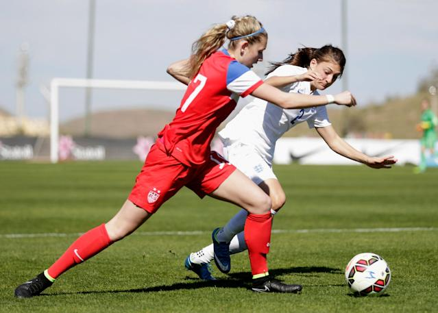 LA MANGA, SPAIN - MARCH 04: Kelcie Hedge (L) of USA and Hannah Blundell of England fight for the ball during the women's U23 international friendly match between USA U20 and England U23 on March 4, 2016 in La Manga, Spain. (Photo by Johannes Simon/Bongarts/Getty Images)