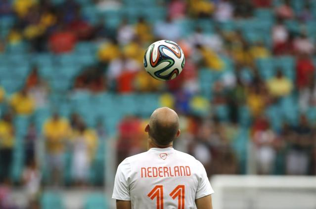 Arjen Robben of the Netherlands warms up before the 2014 World Cup quarter-finals between Costa Rica and the Netherlands at the Fonte Nova arena in Salvador July 5, 2014. REUTERS/Sergio Moraes (BRAZIL - Tags: SOCCER SPORT WORLD CUP)