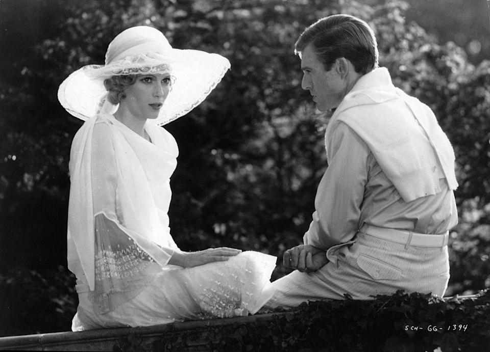 <p>Whether you look to Robert Redford or Leonardo, you can't go wrong with Gatsby-era flapper-inspired dress, hats, and diamonds.</p>