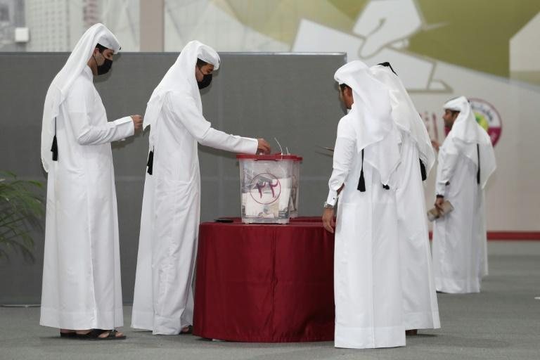 Orderly queues of Qataris in national dress formed inside polling stations, including in Fuwayrit (AFP/DENOUR)