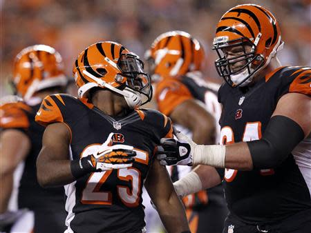 Cincinnati Bengals' Giovani Bernard (25) celebrates his touchdown against the Pittsburgh Steelers with teammate Kyle Cook during the first half of play in their NFL football game at Paul Brown Stadium in Cincinnati, Ohio, September 16, 2013. REUTERS/John Sommers II