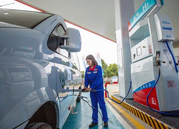 Sinopec recycles the former gas station to create a secondary energy complex which combined petrol and hydrogen fueling.