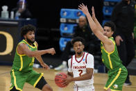 Southern California guard Tahj Eaddy (2) drives between Oregon guard LJ Figueroa, left, and guard Will Richardson, right, during the first half of a Sweet 16 game in the NCAA men's college basketball tournament at Bankers Life Fieldhouse, Sunday, March 28, 2021, in Indianapolis. (AP Photo/Jeff Roberson)