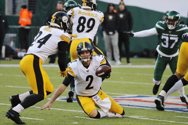 Pittsburgh Steelers quarterback Mason Rudolph (2) tries to hand off the ball to Pittsburgh Steelers running back Benny Snell (24) in the second half of an NFL football game, Sunday, Dec. 22, 2019, in East Rutherford, N.J. (AP Photo/Seth Wenig)