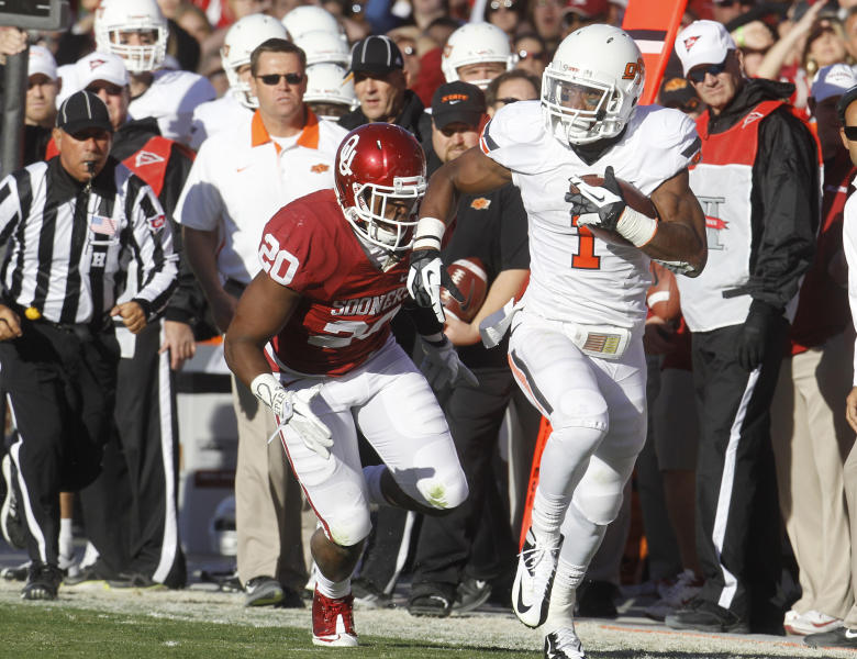 Oklahoma State running back Joseph Randle (1) carries in front of Oklahoma linebacker Frank Shannon in the second quarter of an NCAA college football game in Norman, Okla., Saturday, Nov. 24, 2012. (AP Photo/Sue Ogrocki)