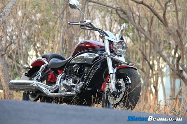 Cruiser motorcycles might not be very popular in India, but there is still a segment of buyers who prefer to buy these body style of bikes. While there is little option at the lower end of the segment, at high price brackets there are quite a few alternatives.