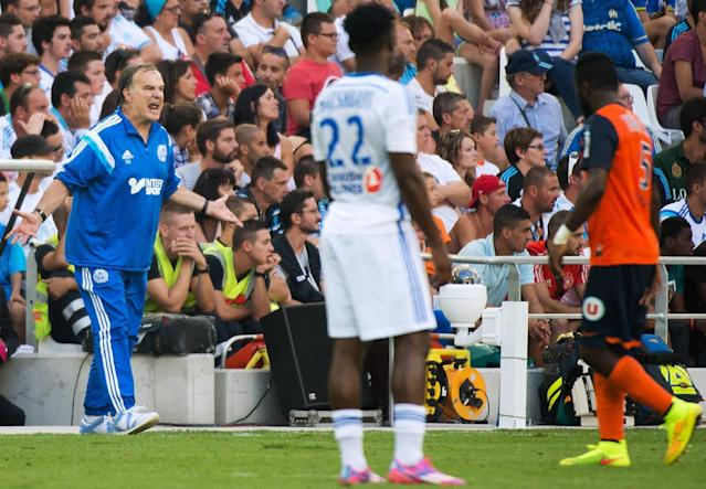 Marseille's Argentinian head coach Marcelo Bielsa (L) reacts during the French L1 football match between Olympique de Marseille (OM) and Montpellier (MHSC) on August 17, 2014 at the Velodrome stadium in Marseille, southeastern France (AFP Photo/Bertrand Langlois )