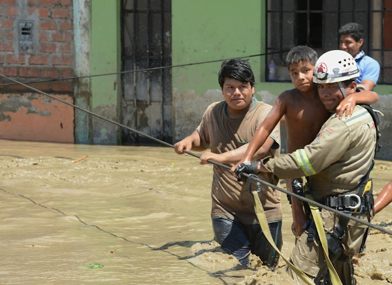 Avalanches of mud poured into the city and the Huarmey river, causing it to spill its banks (AFP Photo/Cris Bouroncle)