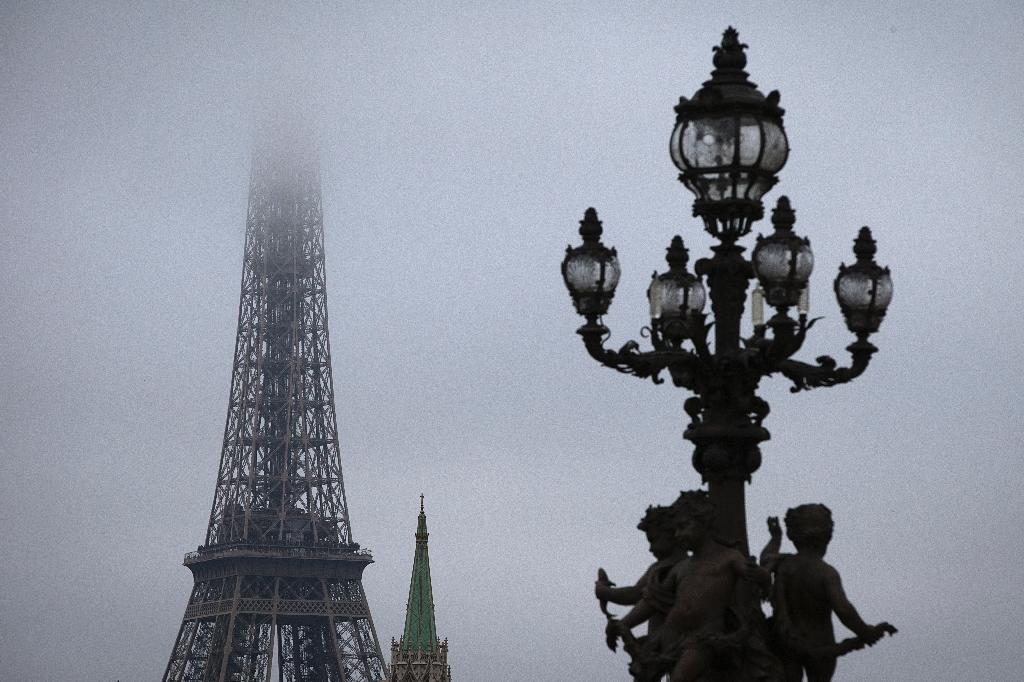 Paris Chokes Under Worst Winter Air Pollution in Decade
