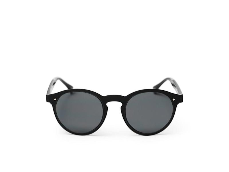Keep the rays off your face and the plastic out of landfill with this pair of sunniesWearth London
