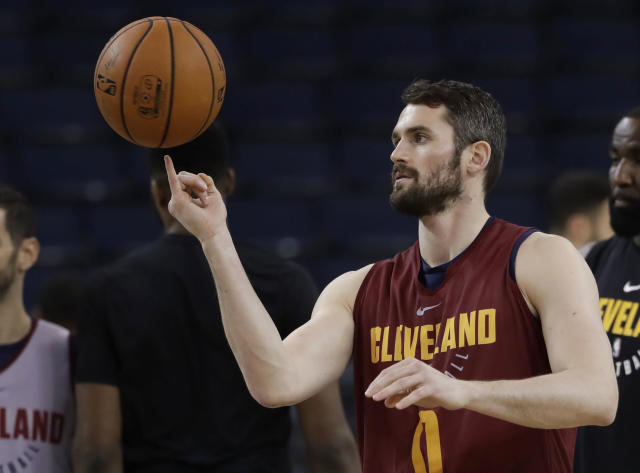 "<a class=""link rapid-noclick-resp"" href=""/nba/teams/cle"" data-ylk=""slk:Cleveland Cavaliers"">Cleveland Cavaliers</a> forward <a class=""link rapid-noclick-resp"" href=""/nba/players/4391/"" data-ylk=""slk:Kevin Love"">Kevin Love</a> will win an award for speaking up about his personal battle with depression. (AP Photo)"