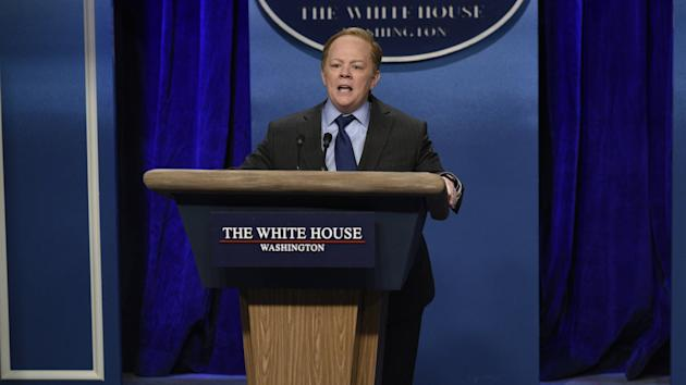 Melissa McCarthy's SNL return as Sean Spicer ends with passionate Trump kiss