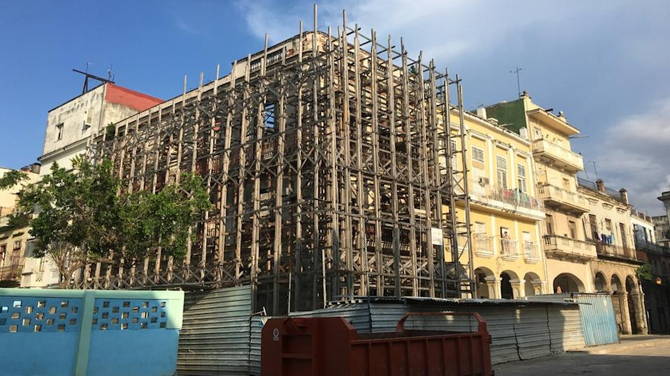 A scaffolding surrounds a building near Plaza de Cristo