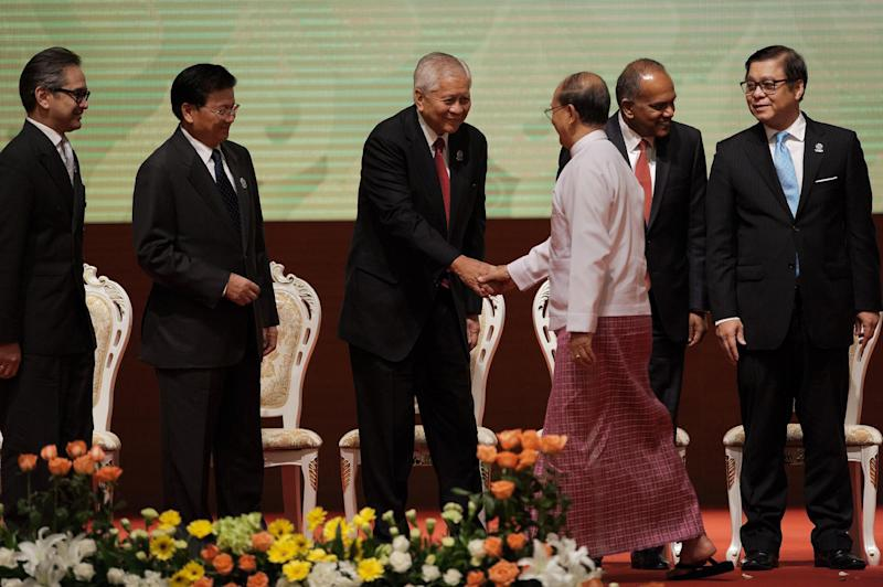 Myanmar President Thein Sein (3rd R) greets visiting foreign ministers at the opening ceremony of the 47th ASEAN meeting at the Myanmar International Convention Center (MICC) in Naypyidaw on August 8, 2014 (AFP Photo/Nicolas Asfouri)