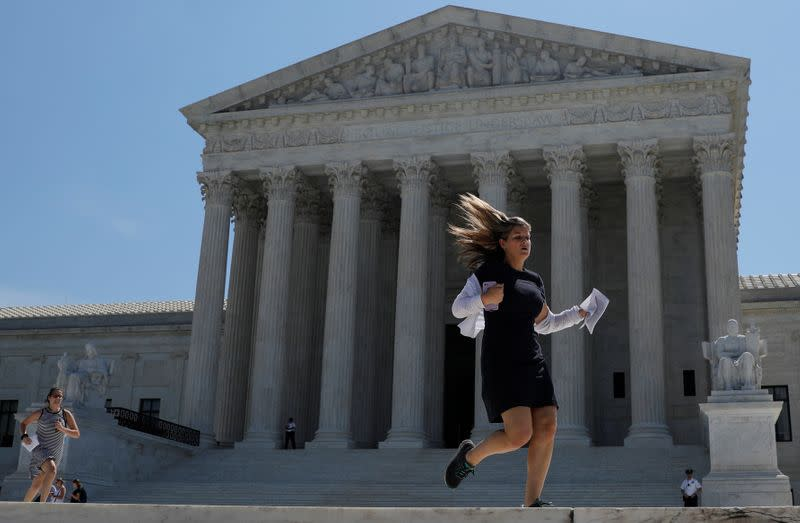 U.S. Supreme Court to hear Trump bid to exclude illegal immigrants from representation